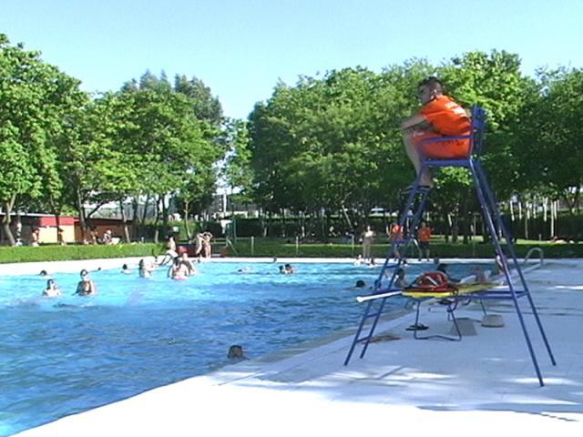 En la piscina la figura de autoridad es ser madrid norte - Socorrista de piscina ...
