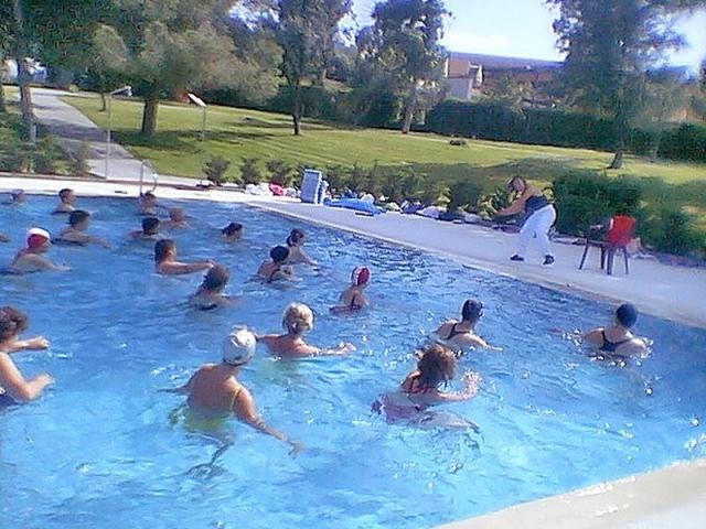 El calor convierte las piscinas de ser madrid norte for Piscinas norte