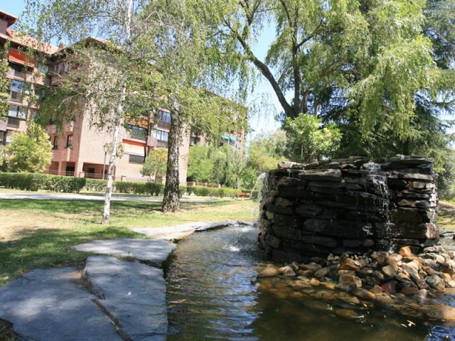 La fuente del parque de islas de tres ser madrid norte for Piscina islas tres cantos