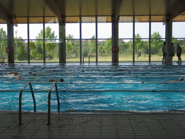 La piscina cubierta del centro deportivo ser madrid for Piscina islas tres cantos